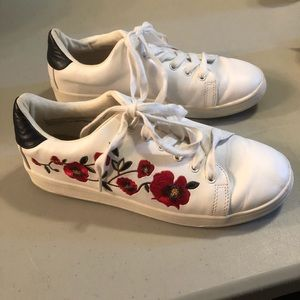 A New Day Floral Lace Up Sneaker White/Red Size 9